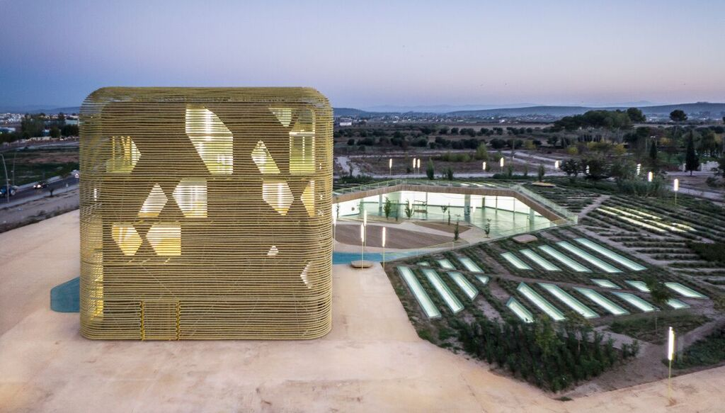 Pigmento de Serra Ciments aplicado en el Palacio de congresos de Villanueva de la Serena